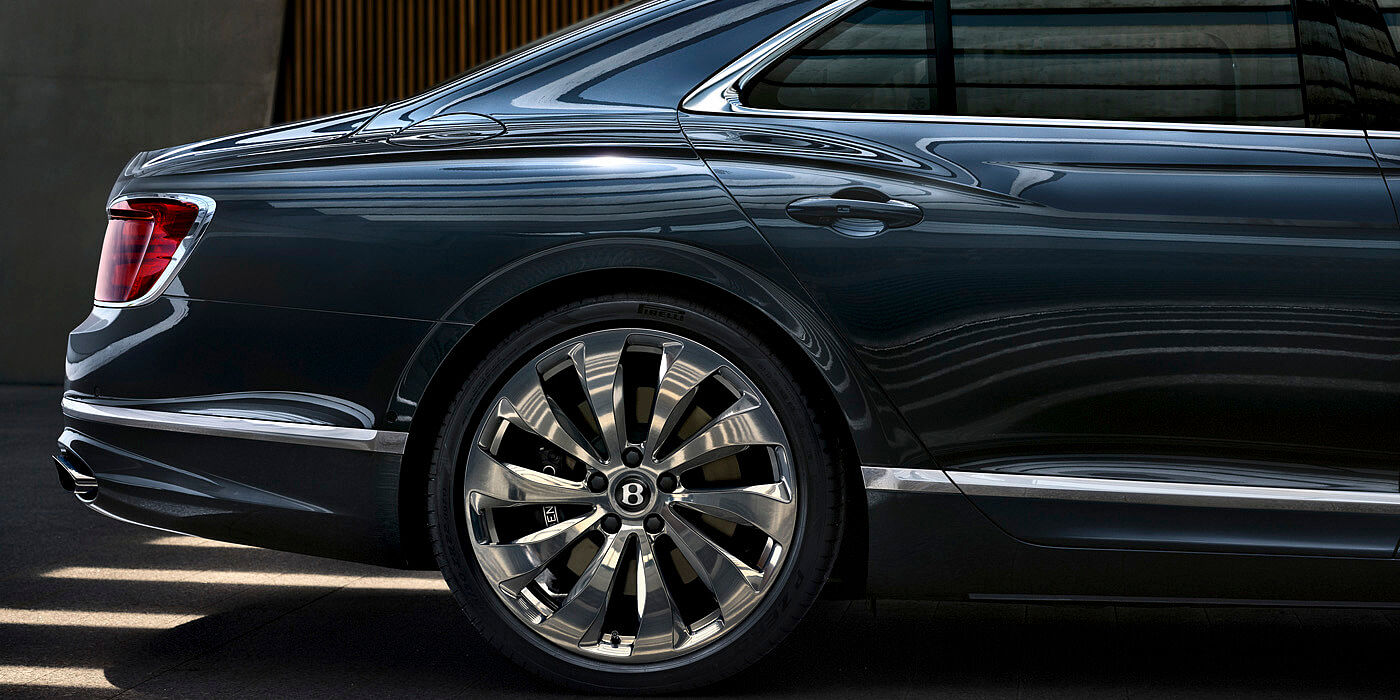 bentley-new-flying-spur-profile-meteor-paint-rear-profile-wheels-and-taillamps
